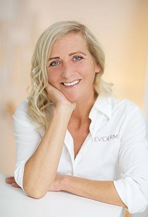Kosmetikerin Melanie Rak - Bezirk Baden
